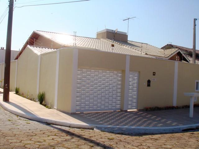 Casa com área de lazer