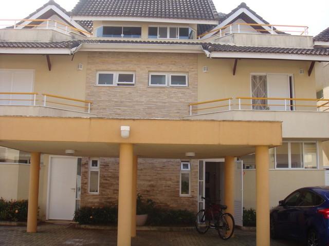 Casa em condomínio lado praia